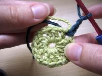 Crochet a Scrappy Granny - Rnd Robin #3 USA