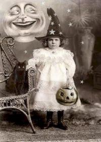 USAPC: ATC w/Vintage Halloween Photo
